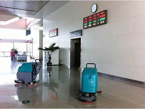 案例展示国内某高铁候车大厅喜提科力德手推式洗地机SA1-B500